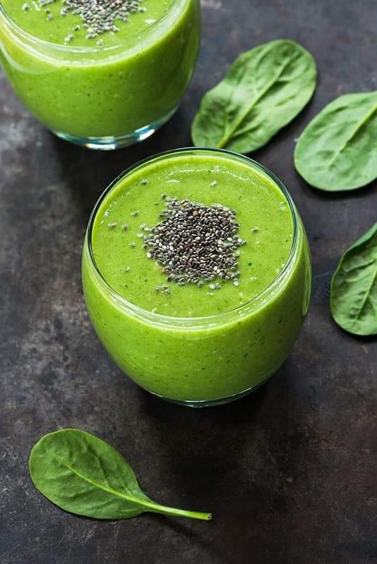 avocado, spinach smoothie. avocado and yoghurt smoothie recipe