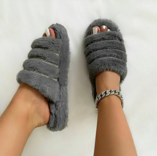 Comfy women slippers